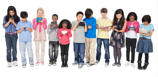 lots-of-kids-with-screen-devices